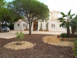 4 Bedroom Villa Vilamoura, Central Algarve Ref :DV4646