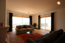 2 Bedroom Apartment Obidos, Silver Coast Ref :AA247