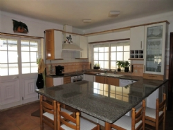 4 Bedroom Villa Caldas da Rainha, Silver Coast Ref :AV1775