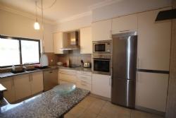 3 Bedroom Townhouse Loule, Central Algarve Ref :PV3289