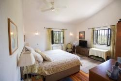 4 Bedroom Villa Loule, Central Algarve Ref :PV3369