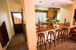 4 Bedroom Villa Loule, Central Algarve Ref :PV3338