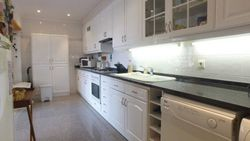 2 Bedroom Apartment Cascais, Lisbon Ref :AA348