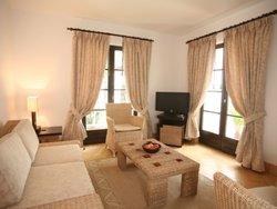 2 Bedroom Townhouse Albufeira, Central Algarve Ref :AVA27