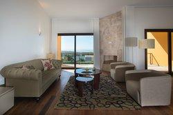 3 Bedroom Villa Cascais, Lisbon Ref :AVI315