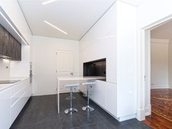 2 Bedroom Apartment Lisbon, Lisbon Ref :AAM177