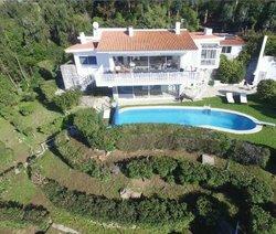 4 Bedroom Villa Cascais, Lisbon Ref :AVI334