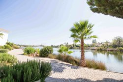2 Bedroom Apartment Quinta Do Lago, Central Algarve Ref