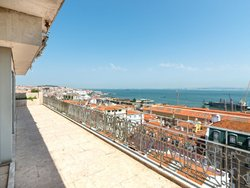6 Bedroom Apartment Lisbon, Lisbon Ref