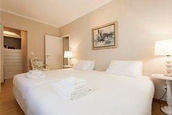 2 Bedroom Apartment Cascais, Lisbon Ref :AAI337