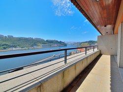 4 Bedroom Apartment Porto, Porto Ref :AAP62