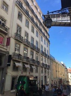2 Bedroom Apartment Lisbon, Lisbon Ref :AAM232