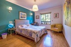 4 Bedroom Villa Estoril, Lisbon Ref :AVI347