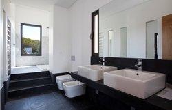 3 Bedroom Villa Cascais, Lisbon Ref :AMV14073