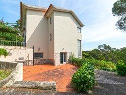 4 Bedroom House Estoril, Lisbon Ref :AMV14090