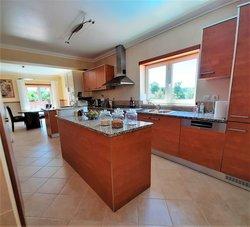 4 Bedroom Villa Caldas da Rainha, Silver Coast Ref :AV2069