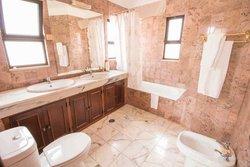 3 Bedroom Villa Quarteira, Central Algarve Ref :PV3225