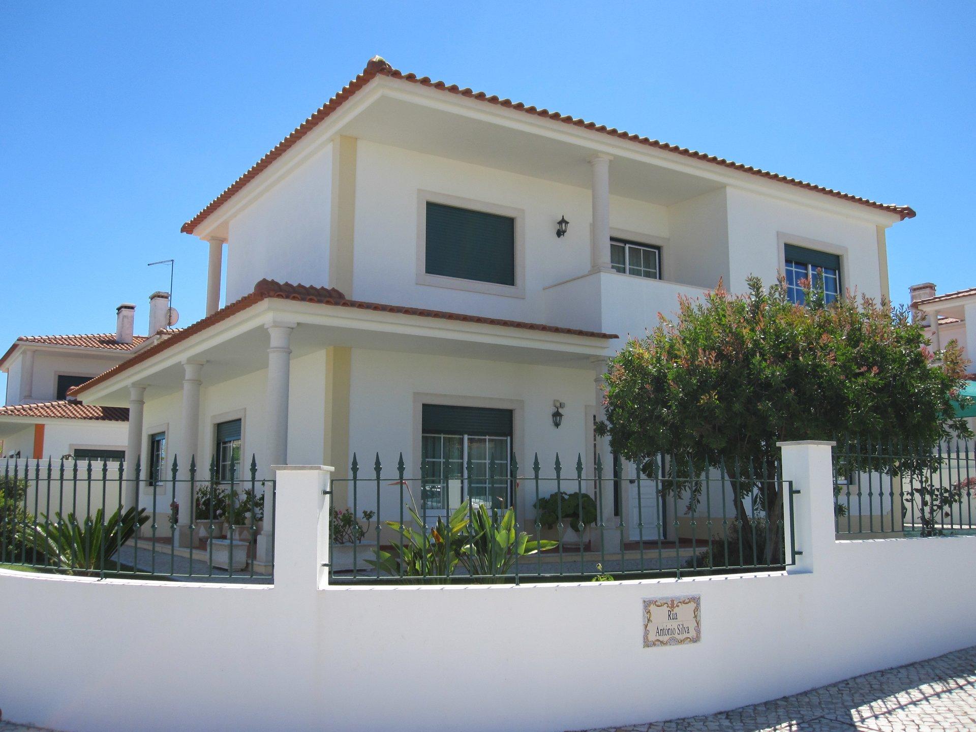 4 Bedroom Villa Foz do Arelho, Silver Coast Ref: AV1206