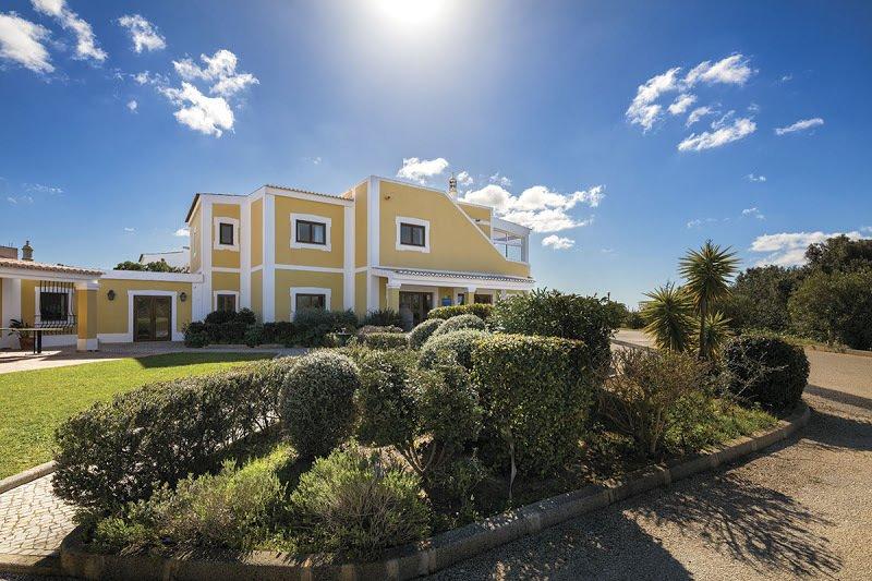 3 Bedroom Townhouse Praia da Luz, Western Algarve Ref: GV028