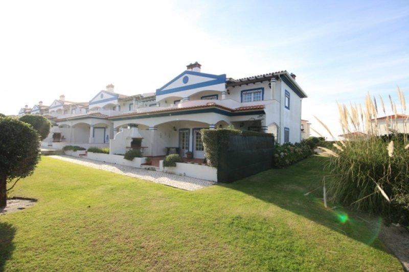 3 Bedroom Townhouse Obidos, Silver Coast Ref: AV1294