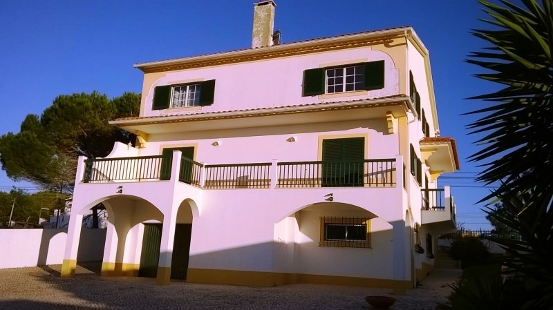 4 Bedroom Villa Foz do Arelho, Silver Coast Ref: AV1386