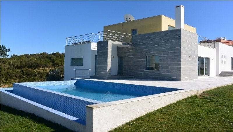4 Bedroom Villa Foz do Arelho, Silver Coast Ref: AV1486