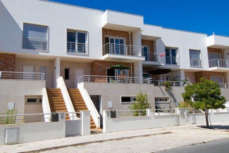 3 Bedroom Townhouse Foz do Arelho, Silver Coast Ref: AV1751
