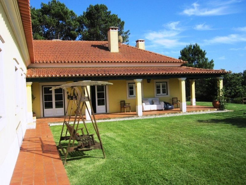 4 Bedroom Villa Foz do Arelho, Silver Coast Ref: AV1759