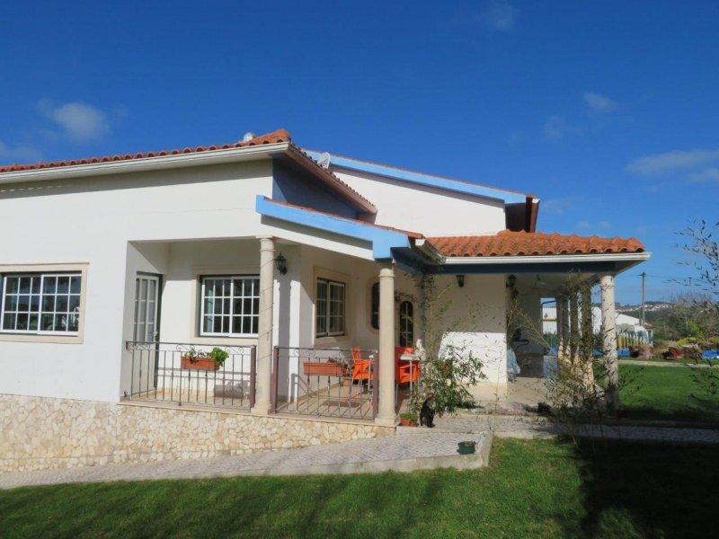3 Bedroom Villa Caldas da Rainha, Silver Coast Ref: AV1804