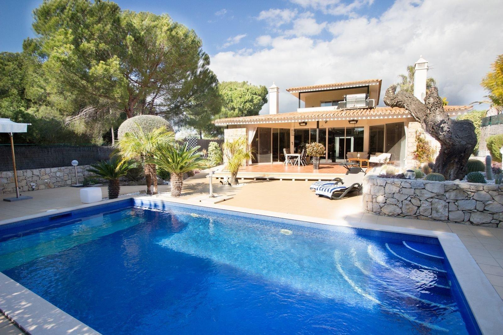 3 Bedroom Villa Almancil, Central Algarve Ref: PV3330