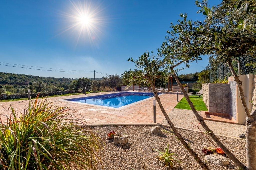 4 Bedroom Villa Santa Barbara de Nexe, Central Algarve Ref: JV10283
