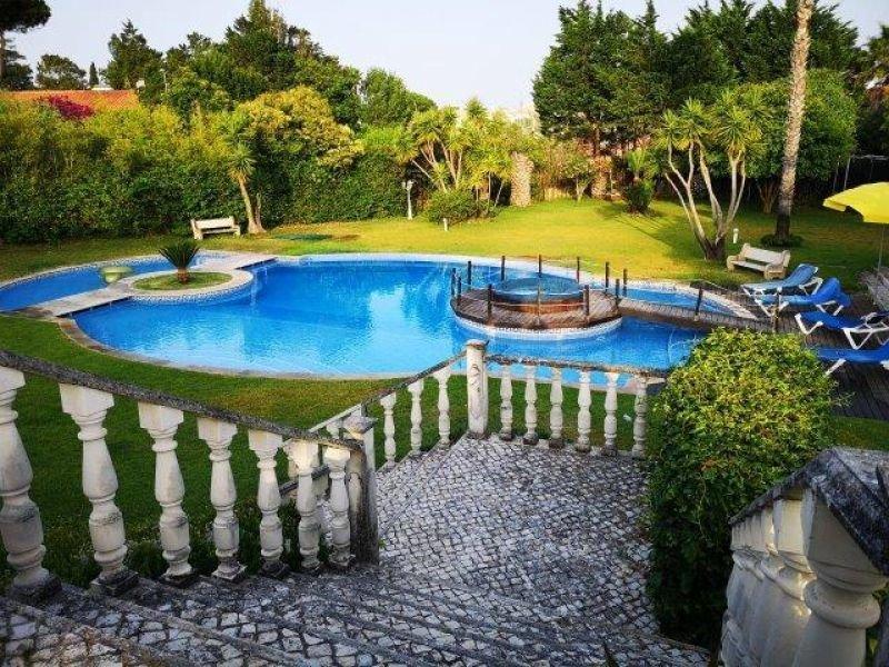 6 Bedroom Villa Cascais, Lisbon Ref: AV1902