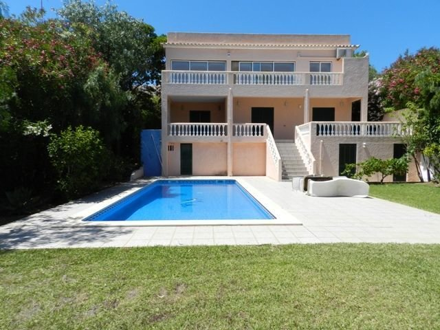 3 Bedroom Villa Praia da Luz, Western Algarve Ref: GV543