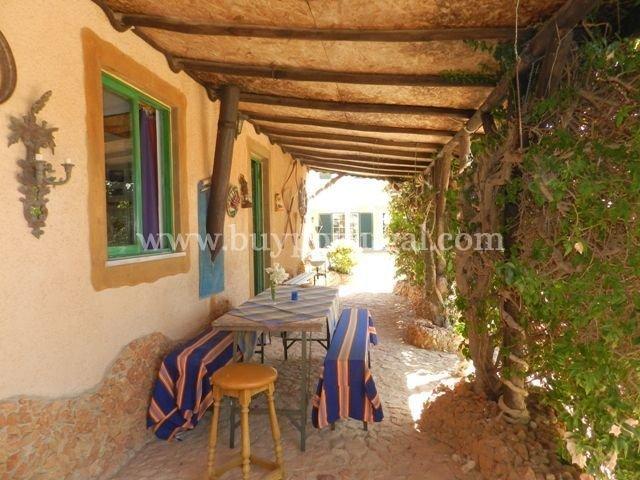 3 Bedroom Villa Espiche, Western Algarve Ref: GV548