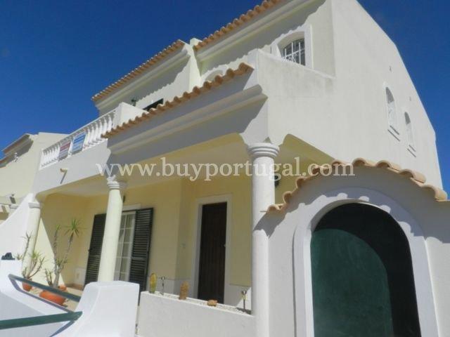 3 Bedroom Townhouse Praia da Luz, Western Algarve Ref: GV455
