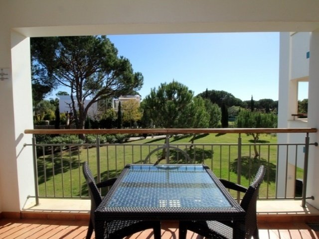 2 Bedroom Apartment Vilamoura, Central Algarve Ref: AAM106