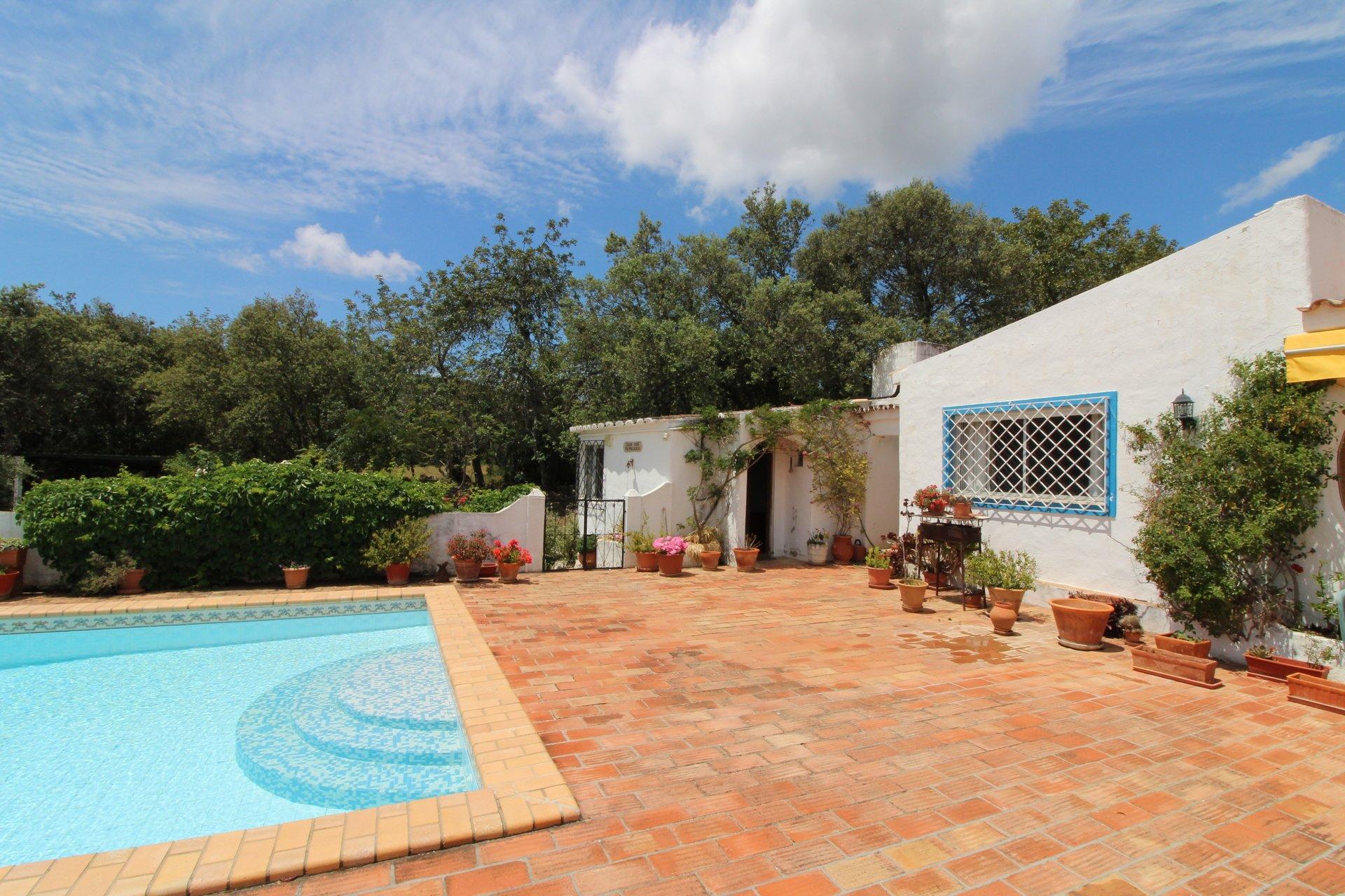 4 Bedroom Villa Santa Barbara de Nexe, Central Algarve Ref: MV20563