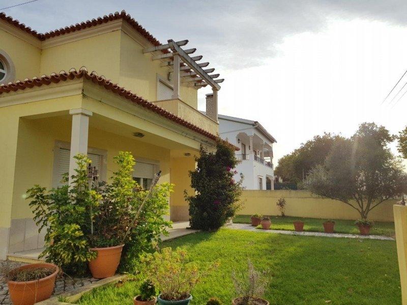 4 Bedroom Villa Foz do Arelho, Silver Coast Ref: AV1926