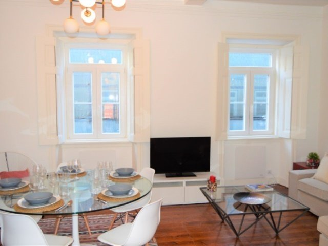2 Bedroom Apartment Lisbon, Lisbon Ref: AAM121