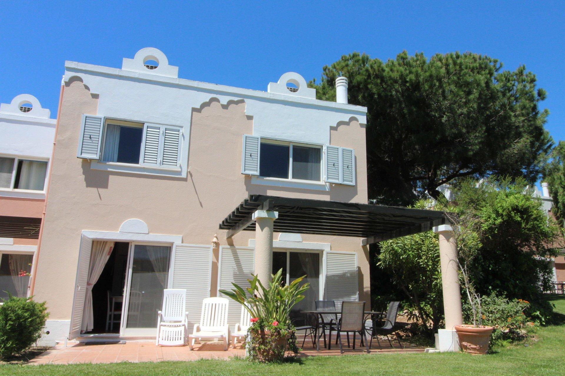 2 Bedroom Townhouse Quinta Do Lago, Central Algarve Ref: MV20512