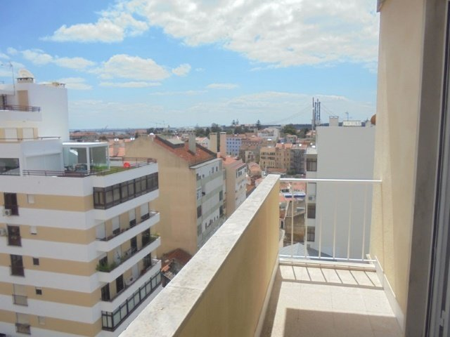 3 Bedroom Apartment Lisbon, Lisbon Ref: AAM129