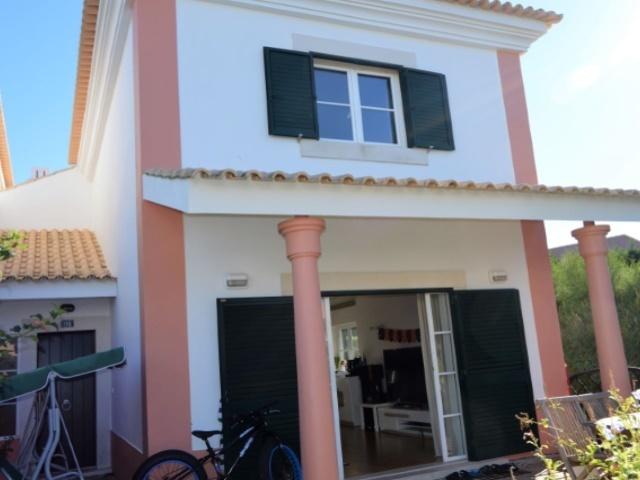 3 Bedroom Villa Cascais, Lisbon Ref: AVM132