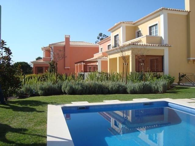 4 Bedroom Villa Cascais, Lisbon Ref: AVM133