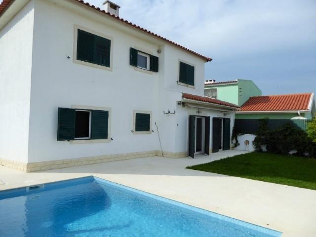 4 Bedroom Villa Cascais, Lisbon Ref: AVM135