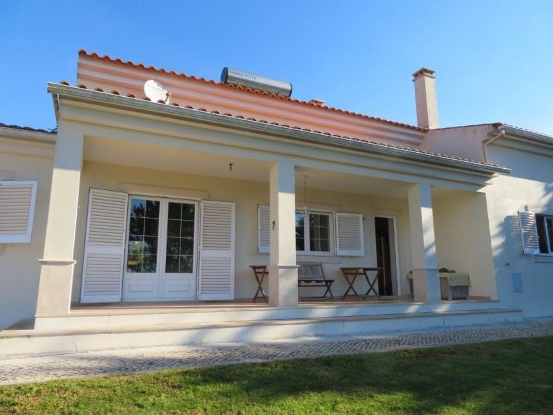 4 Bedroom Villa Caldas da Rainha, Silver Coast Ref: AV1942