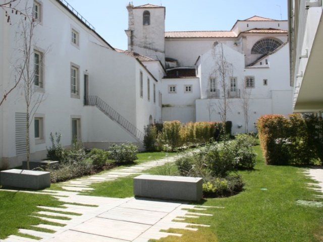 4 Bedroom Apartment Lisbon, Lisbon Ref: AAM144