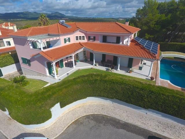 4 Bedroom Villa Cascais, Lisbon Ref: AVM145