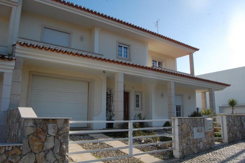 3 Bedroom Villa Sao Martinho do Porto, Silver Coast Ref: AV1944