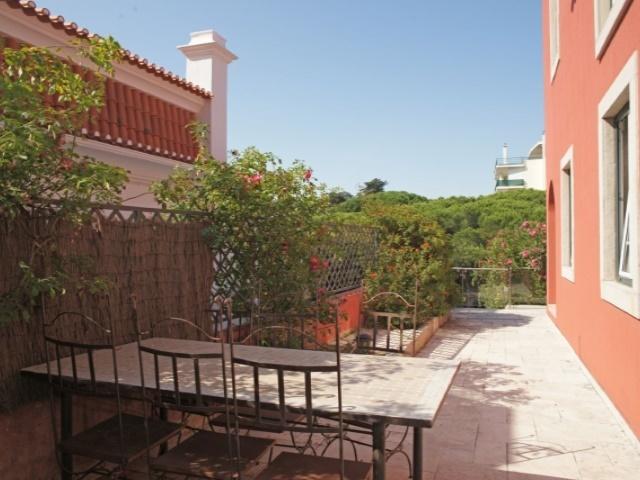 5 Bedroom Villa Estoril, Lisbon Ref: AVM155