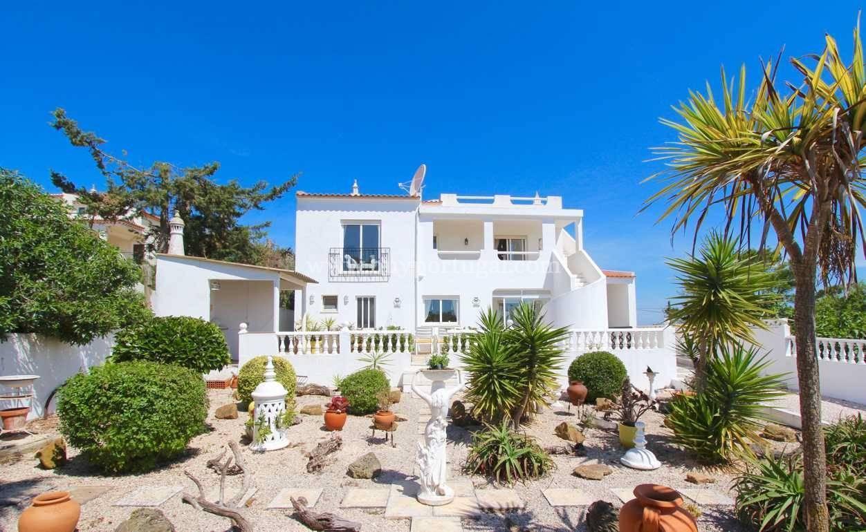 6 Bedroom Villa Praia da Luz, Western Algarve Ref: GV558